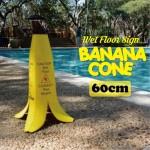 すべりやすい場所をわかりやすく示すコーン バナナコーン