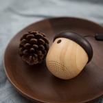 木目どんぐりデザインでかわいらしい!ワイヤレススピーカー